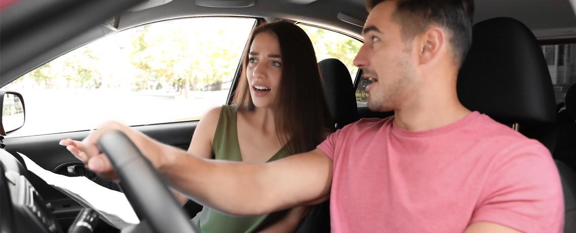 Par i bil som kört vilse